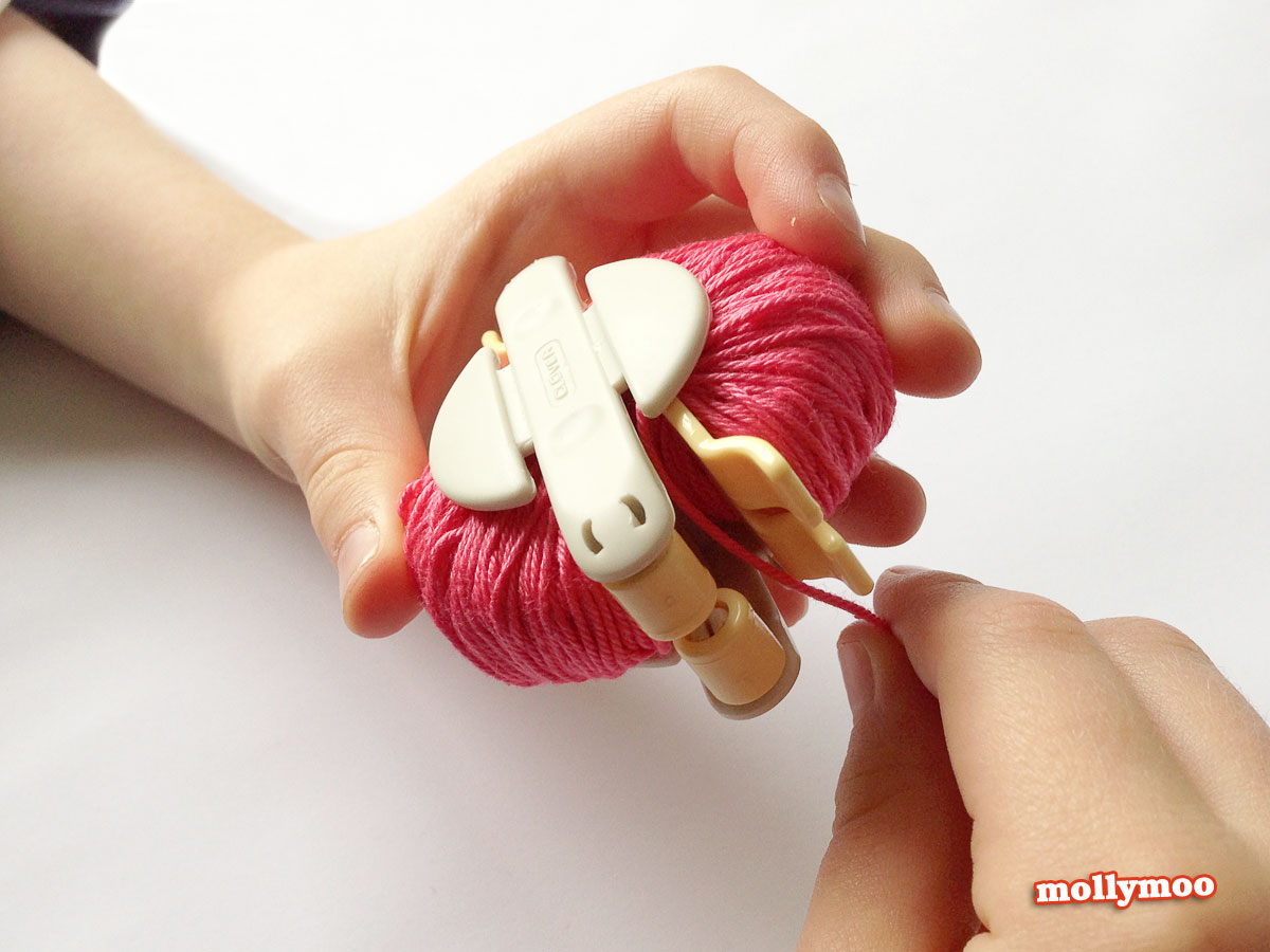 pom-pom-making-winding