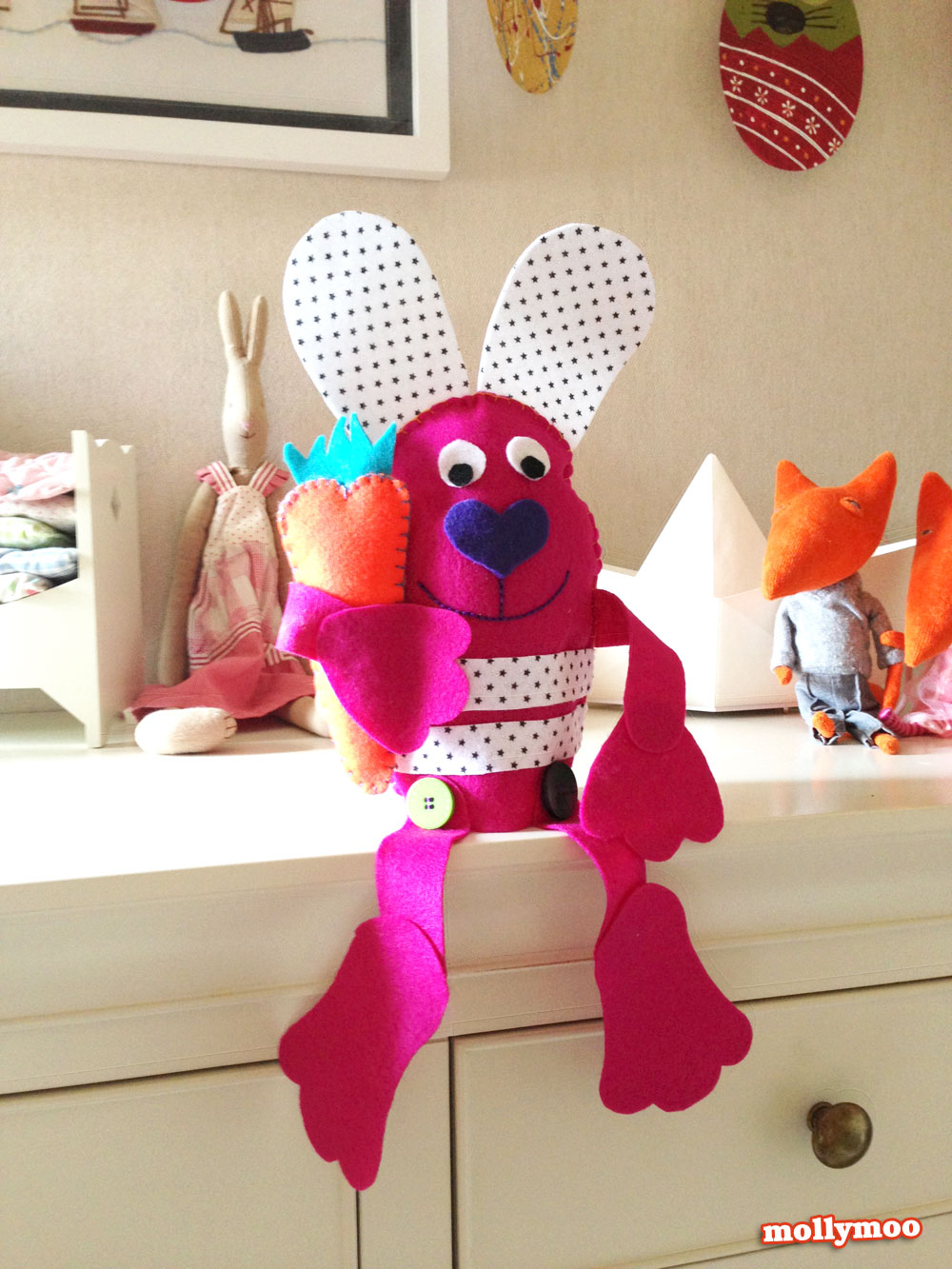 felt easter bunny by Michelle McInerney of MollyMooCrafts