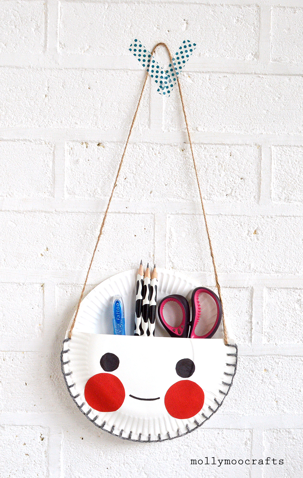 paper plate desk tidy  sc 1 st  MollyMoo & MollyMooCrafts Paper Plate Craft - The Cutest Desk Tidy