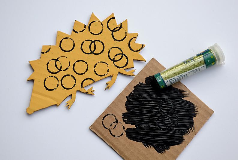 cardboard-painting-hedgehog